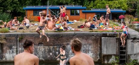Met deze hitte is het dringen rond het water: 1,5 meter afstand houden is op veel plekken een utopie