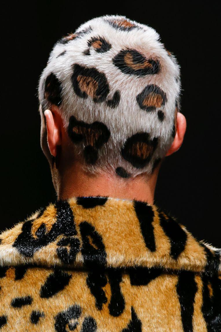 Close-up van de Versace show, Milan Menswear Fashion Week Autumn/Winter 2019/20. Beeld Getty Images