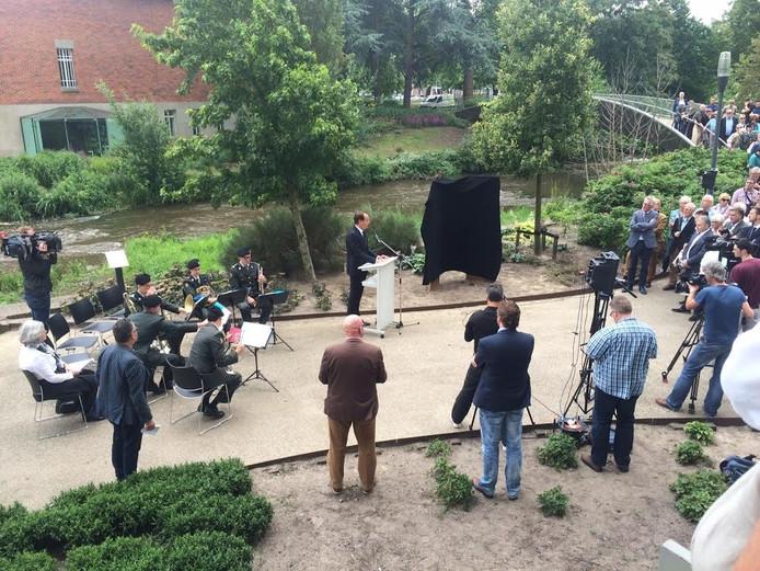 Onthulling van het Hercules-monument in Eindhoven