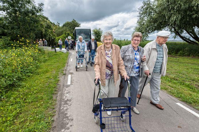 Stichting Ouderen Uitjes Westland tijdens een van haar wekelijkse uitje, in dit geval in Bleiswijk.