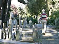 Graven op Naaldwijkse begraafplaats bevuild door reigers
