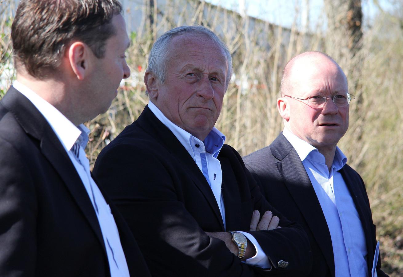 Argon-voorzitter Ton Goedemoed (midden).