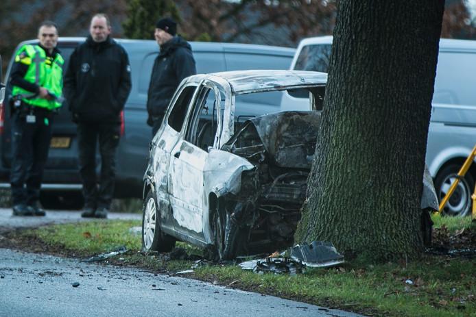 De uitgebrande auto op de Zevenheuvelenweg bij Groesbeek.
