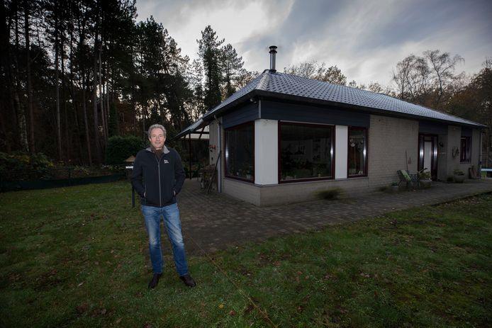 Wil Gijsbers bij zijn huis in Knegsel dat een recreatiebestemming heeft volgens de Raad van State