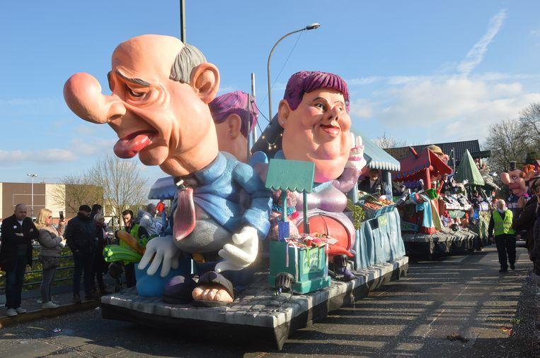 Voor Ninoofse carnavalsgroepen is het vaak niet evident om grote praalwagens te bouwen wegens plaatsgebrek.