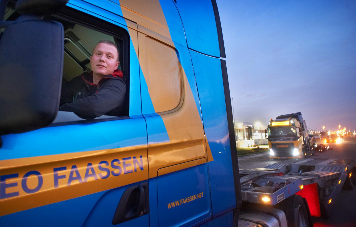 Onder meer bij BAS Trucks in Veghel staan nu vaak trucks langs de weg geparkeerd.