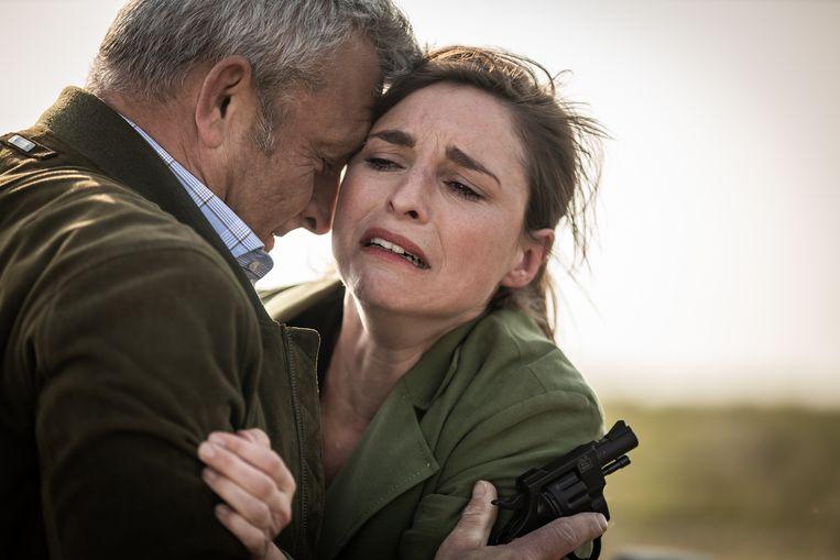 Lien Van de Kelder (Marie) met Peter Bulckaen (Mathias) in elkaars armen.
