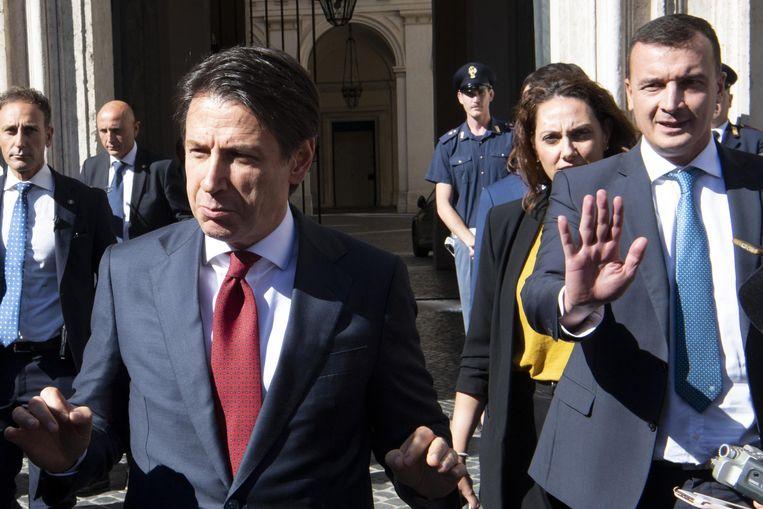 De partijloze Italiaanse premier Giuseppe Conte leidt de coalitie tussen de Vijfsterrenbeweging en de Lega Nord.