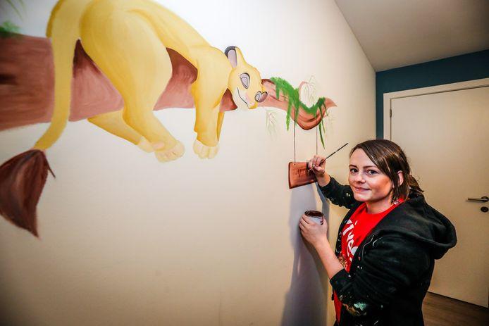 Celine Timmerman, pediatrisch verpleegkundige van beroep, maakt als bijverdienste muurtekeningen in kinderkamers.