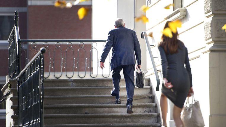 Jos van Rey arriveert in oktober 2012 met de Roermondse VVD-wethouder Raja Moussaoui (L) bij zijn raadsman van HBS advocaten. Beeld ANP