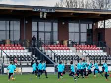 Oranje-meiden spelen in Veen voor plaats in het EK