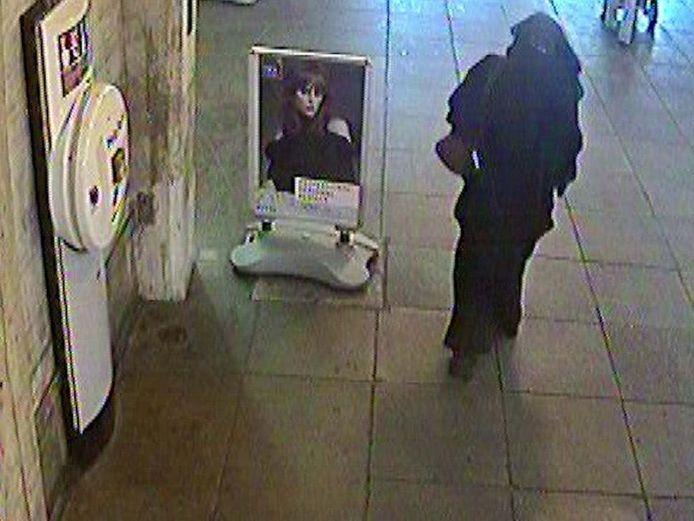 Safiyya Shaikh onderweg naar een ontmoeting met een undercoveragent.
