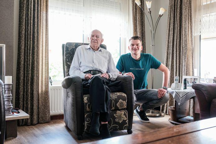 Niels Mattijssen en zijn opa Toon.