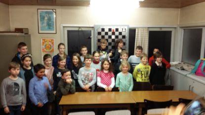 Karpov laat de jeugd schaken