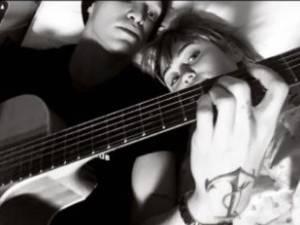 Miley Cyrus hospitalisée, Cody Simpson est à son chevet