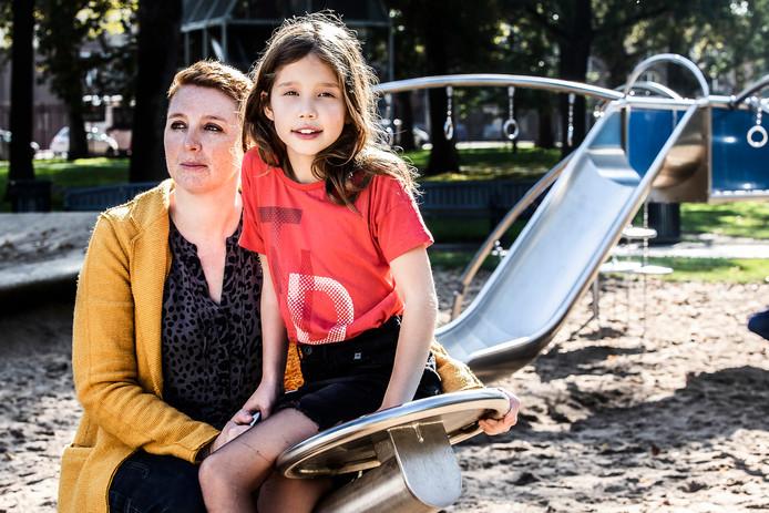 Onlangs is de serie 'Mama is ziek' verschenen op LINDA tv, Liv (7) vlogt over het ziekteproces van haar moeder Anouk (37) die lijdt aan borstkanker.