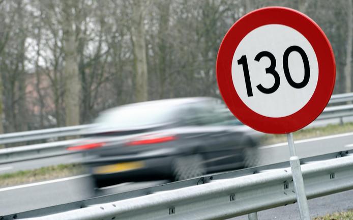 Het bord zegt 130, maar op de A12 van Zoetermeer naar Gouda mag tot eind volgende week toch maar 100 worden gereden