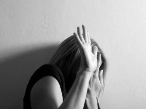 Un bracelet d'alerte contre la violence faite aux femmes testé à Liège?