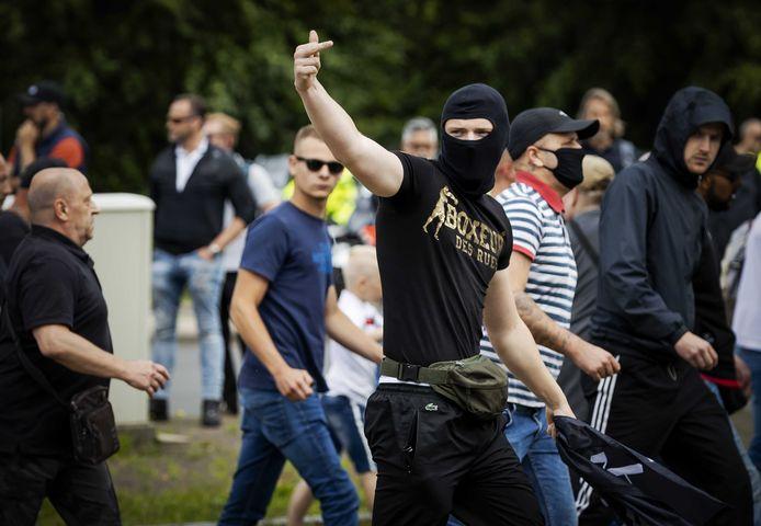 Демонстрација Девојката во Хаг е идеален осигурувач во чистач во прав и краток спој за да се забрани снимањето на полицијата
