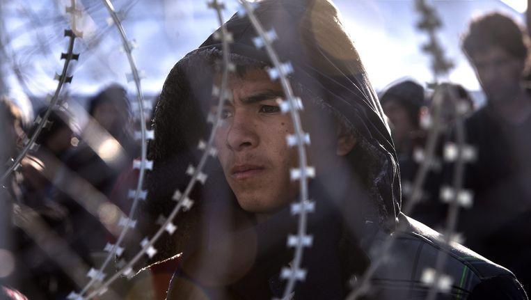 Ook de grens tussen Griekenland en Macedonië is afgesloten met hekken. Beeld epa