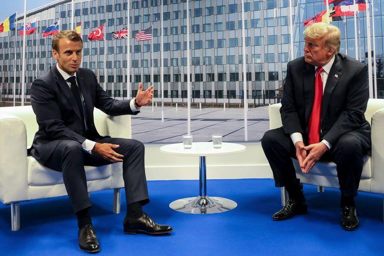 Emmanuel Macron (links) en Donald Trump tijdens een Navo-top in juli 2018. Beeld AP