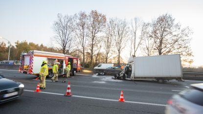 Zware hinder op E40 van Brussel naar Gent na ongeval: rijbaan opnieuw vrij