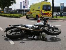Motor botst tegen tractor in Oosterhout