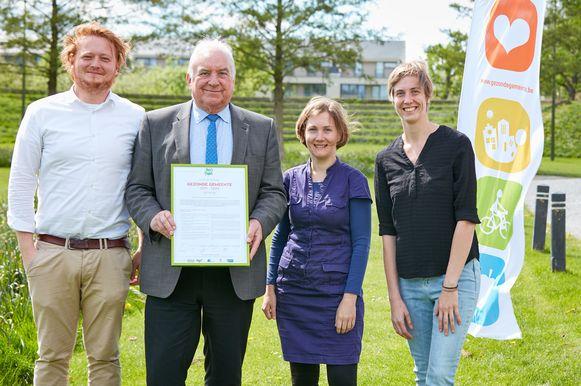 Schepen Wouter VAn Driessche, burgemeester Albert Beerens, deskundige Karen Lauwers en Eowyn Huybrecht van Logo Zenneland.