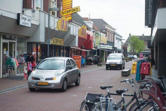 De Grotestraat is in Goor de belangrijkste winkelstraat
