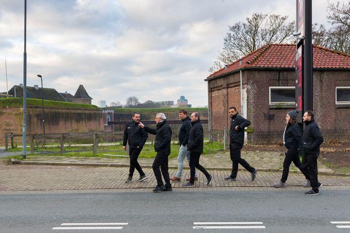 Een delegatie van de Vuelta bracht donderdagochtend een bezoek aan Den Bosch. De groep verkende de omgeving van de Citadel waar op zaterdag 15 augustus de tweede etappe van start gaat.