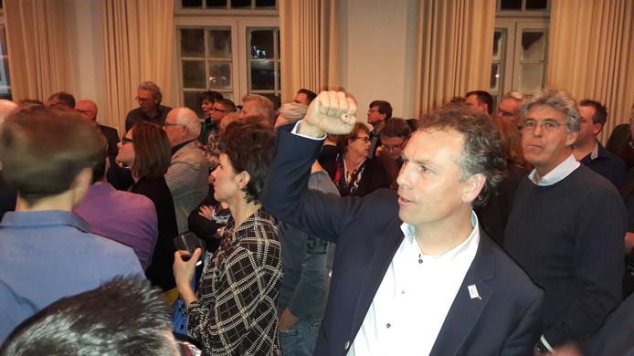 Geert Gerrits kan blijven juichen: hij heeft een nieuwe coalitie rond. En mag ook nog de portefeuille Financiën-Ruimtelijke Ordening onder zijn hoede houden.