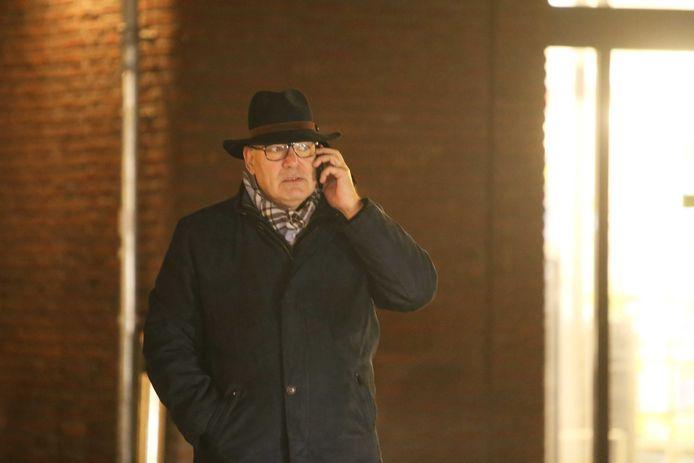 Burgemeester Henny van Kooten in de vroege ochtend van 13 januari 2020, de dag waarop een handgranaat werd gevonden.