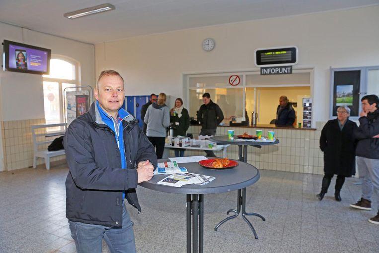 Coördinator Hans Huyghe van Groep Intro in het vernieuwde stationsgebouw.