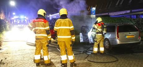 Auto op invalidenparkeerplaats in brand in Berghem