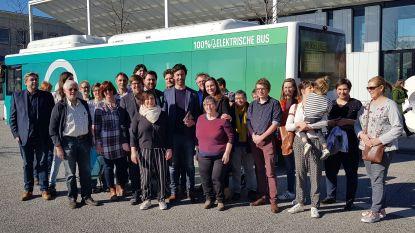 Groen voert campagne met elektrische bus