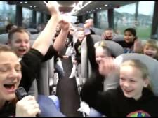 Leerlingen uit Diepenheim brengen warme truien naar Den Haag