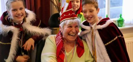 Heusdense ouderen genieten van carnaval in Zorgcentrum Antonius Heusden