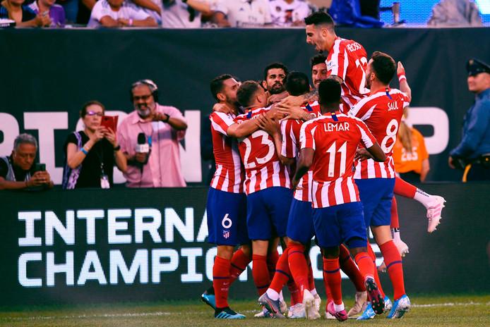Atletico Madrid viert feest na de ruime zege op stadsgenoot Real.