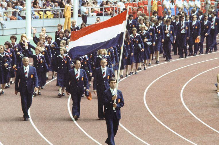 Vlaggendrager bij de Spelen van Montreal in 1976. Beeld ANP
