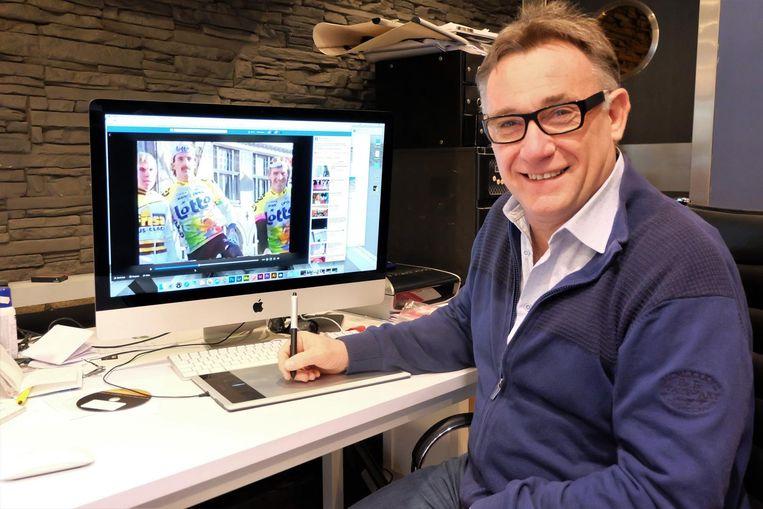 Mario Declerck werkt aan zijn Facebookpagina.