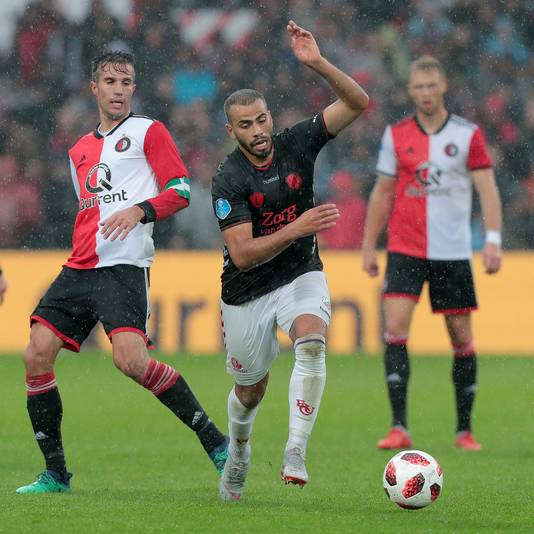 Sowieso afwezig tegen MVV: Oussama Tannane. Hier duellerend met Robin van Persie van Feyenoord.