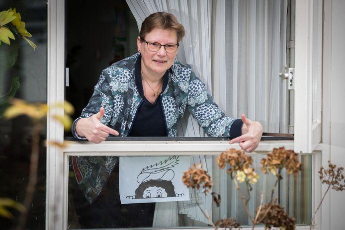 Bij Anne-Marie Hoogendijk in Raalte zit een Gluurpietje op het raam.