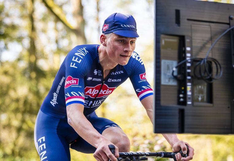 Michel Wuyts: 'Het maakt me ongerust dat Van der Poel (foto) na een vakantie met koorts naar huis is gekomen. Hij ontkende dat het corona was, maar hij heeft er lang mee geworsteld.' Beeld