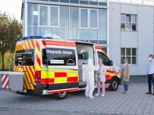 Nieuwe rampenauto kan 500 coronatests per dag aan: uitslag binnen 40 minuten