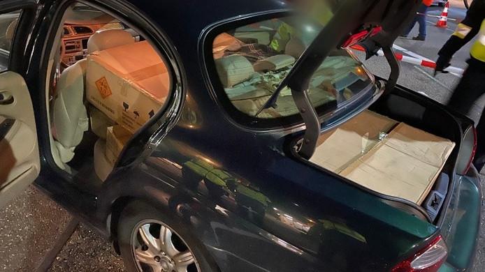 Een van de auto's was volgeladen met vuurwerk.