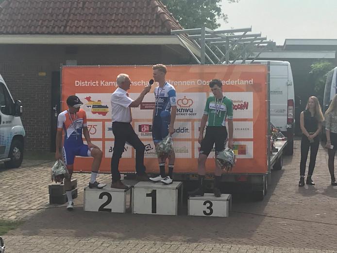 Het podium na het districtskampioenschap in Hellendoorn.