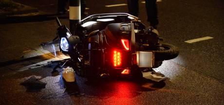 Scooterbestuurder naar het ziekenhuis nadat hij stoeprandje aantikt in Breda