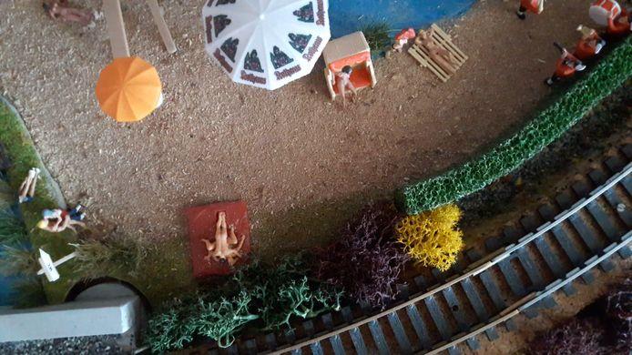 Op het naaktstrand in het Diorama van Robbe wordt opzichtig de liefde bedreven.