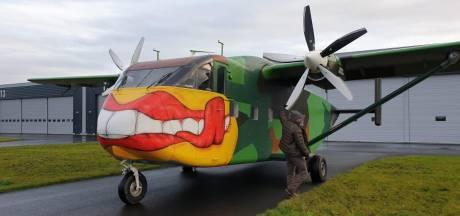 Parachutisten van de commando's trainen opnieuw vanaf Breda Airport