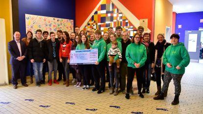 Leerlingenraad schenkt cheque van 1.500 euro aan Speelplein Ondersteboven